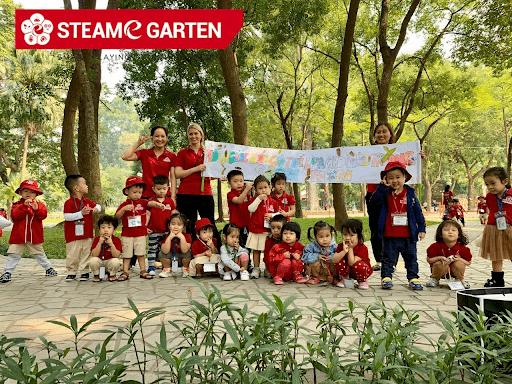Các bé tham gia hoạt động ngoại khóa tại Steame garden