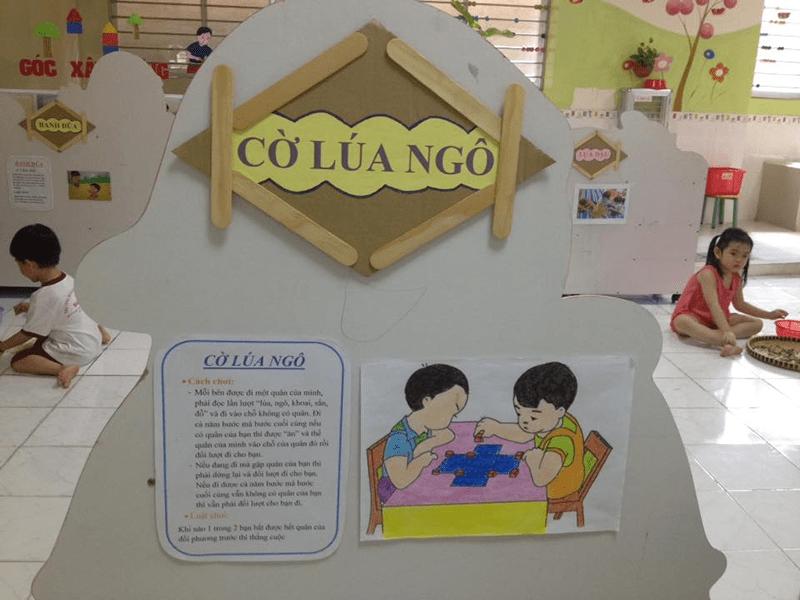 Tổ chức trò chơi cờ lúa ngô cho trẻ em