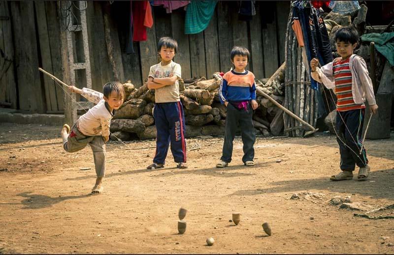 Cách chơi trò đánh quay cho trẻ em