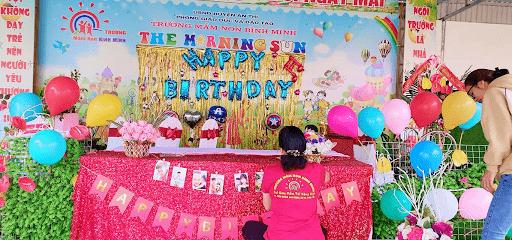 Tiệc sinh nhật do các cô trường mầm non Bình Minh tổ chức cho các bé