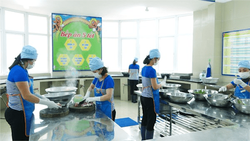 Hệ thống bếp ăn sạch sẽ, hiện đại của nhà trường
