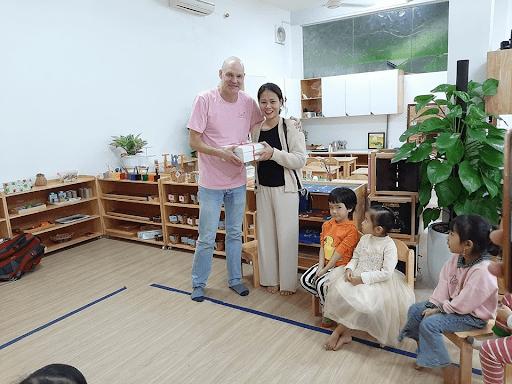 Nhà trường còn có giáo viên nước ngoài giảng dạy cho các bạn học sinh