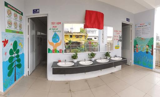 Khu vệ sinh trường tiểu học Yên Viên