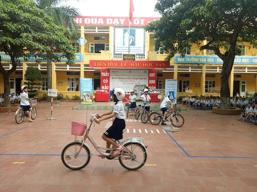 Học sinh trường tiểu học Sơn Lộc hưởng ứng An toàn giao thông