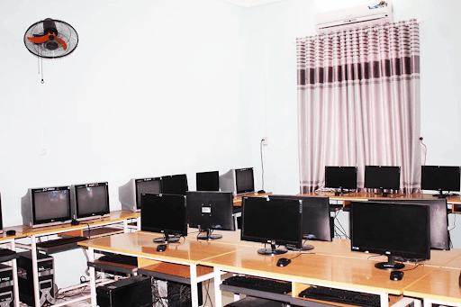 Phòng tin học của trường tiểu học Trần Phú
