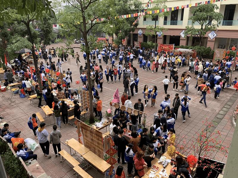Hội chợ xuân do nhà trường tổ chức
