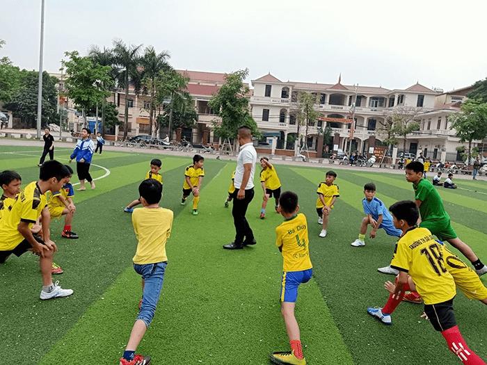 Học sinh nhà trường được tham gia giao hữu bóng đá