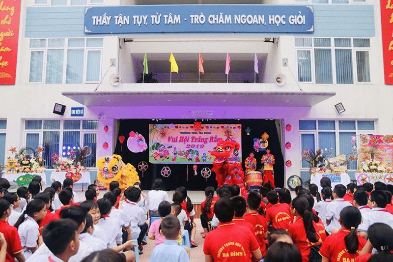 Lễ hội Trung thu cho các em học sinh tại trường THCS Bà Đình