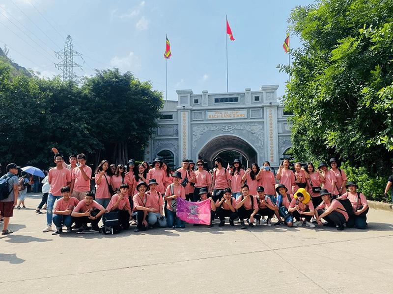 Học sinh nhà trường tham quan dã ngoại tại khu di tích Bạch Đằng Giang