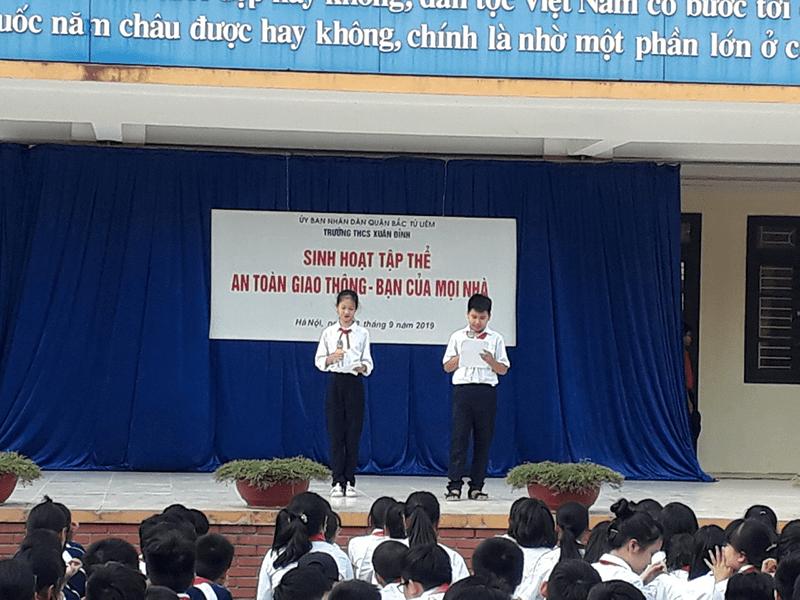 Buổi sinh hoạt tập thể về an toàn giao thông của học sinh trường THCS Xuân Đỉnh