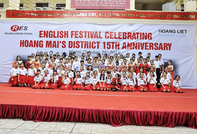 Học sinh trường THCS Hoàng Liệt trong Lễ hội Tiếng Anh quận Hoàng Mai