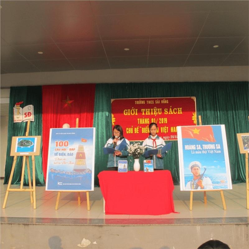Hoạt động giới thiệu sách của các em học sinh trong trường