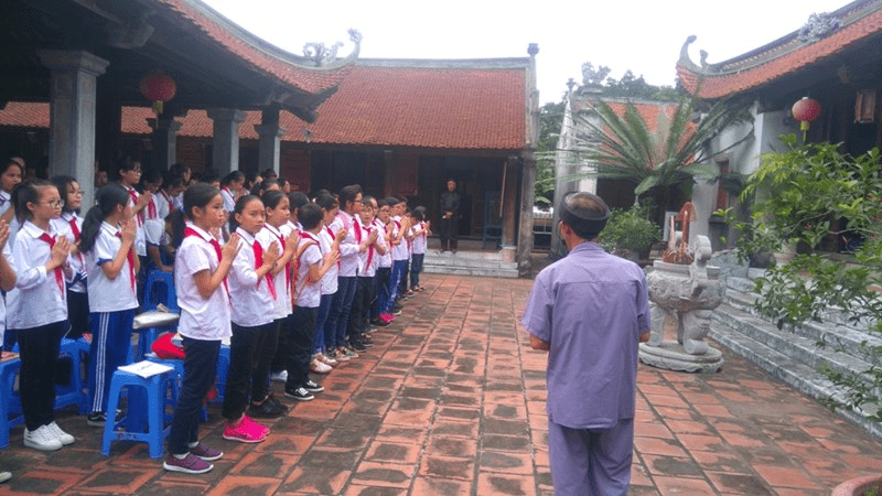 Học sinh trường THCS Gia Thụy tham quan 4 địa danh lịch sử của quận Long Biên: Đình Tình Quang, Đình Thanh Am, Đình Lệ Mật và Đình Phúc Xá Bắc Biên