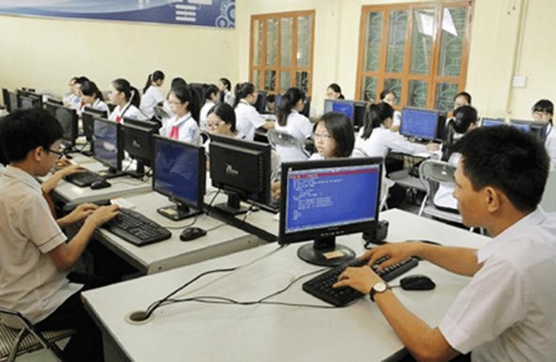 Phòng tin học của trường THCS Giang Biên