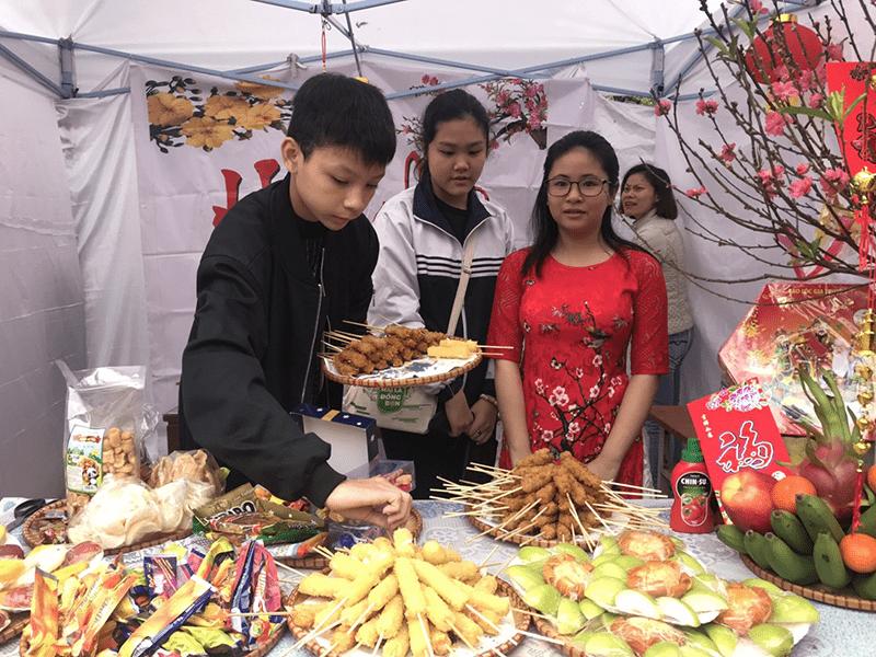 Nhà trường tổ chức hội chợ Xuân yêu thương 2020