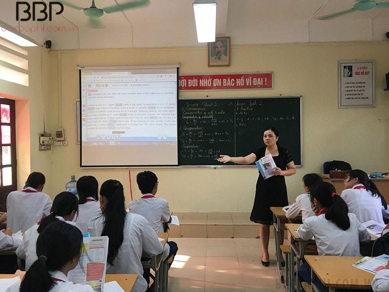 Bên trong lớp học của trường THCS Ngô Quyền