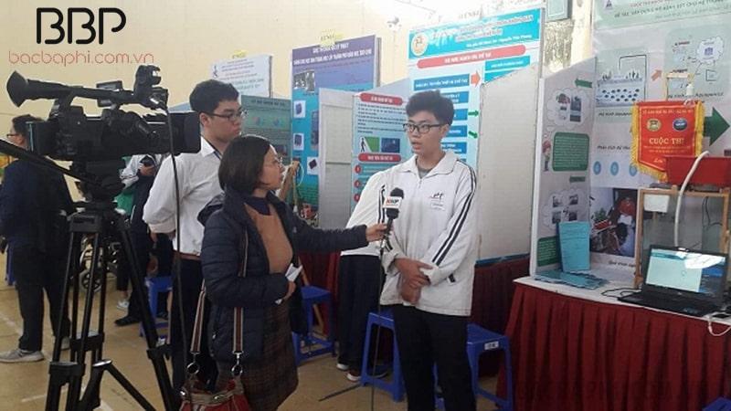 Học sinh trường THPT Phạm Hồng Thái tham gia cuộc thi Khoa học - Kỹ thuật cấp thành phố