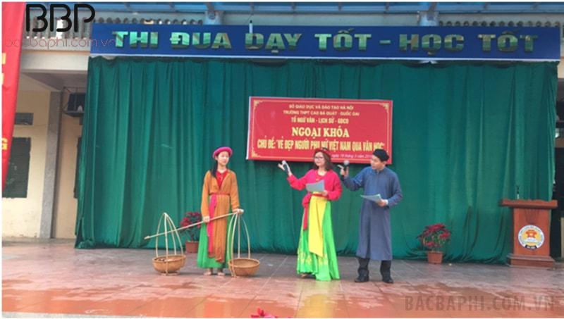 """Tiết mục sinh hoạt dưới cờ chủ đề: """"Vẻ đẹp người phụ nữ Việt Nam qua văn học"""""""