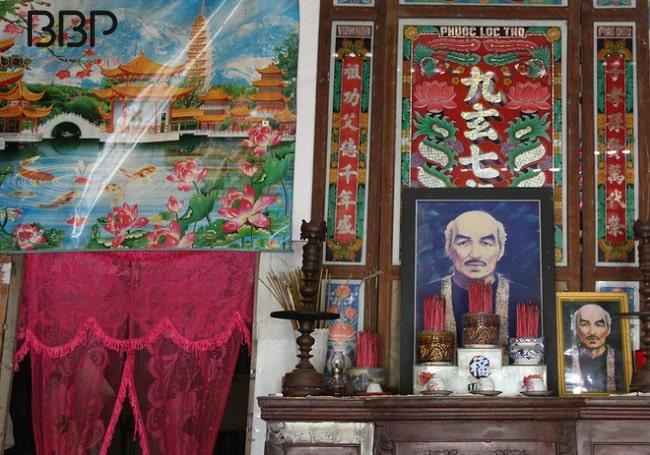Bàn thờ Bác Ba Phi trong nhà