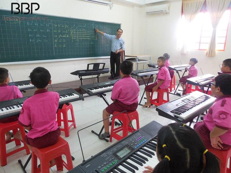 Phòng học đàn của trường tiểu học Hòa Bình